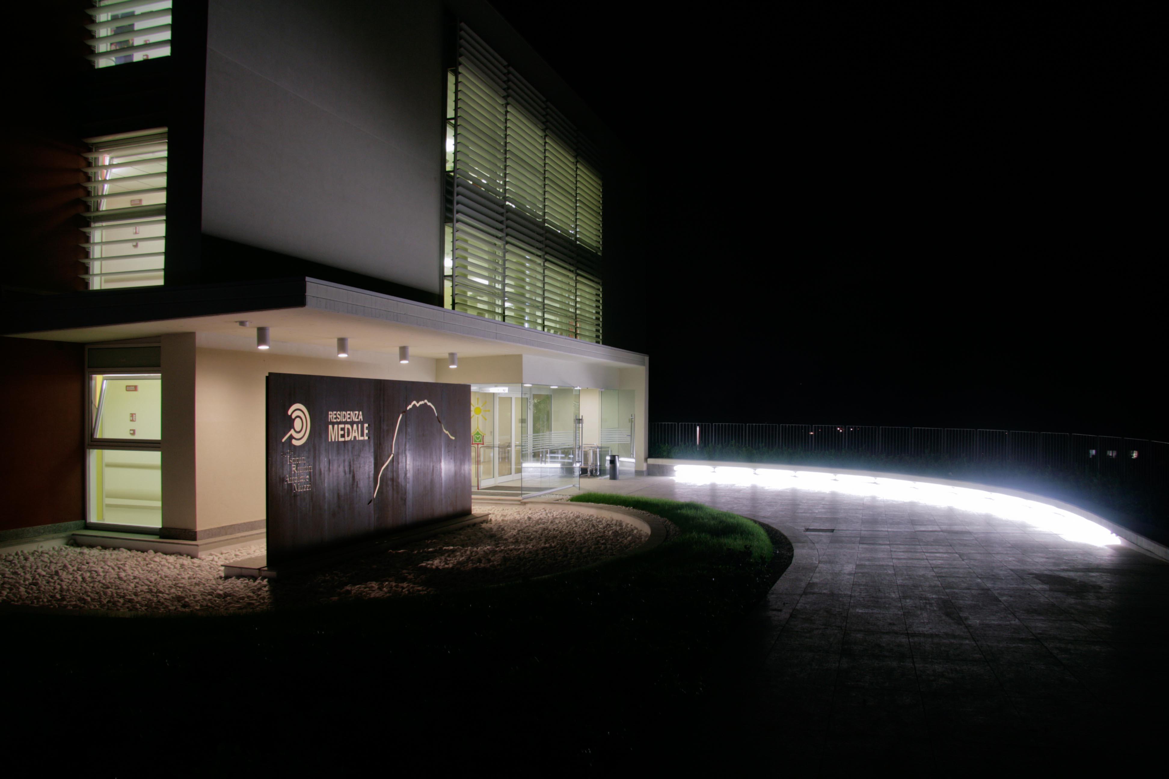 Residenza_medale_notte.jpg